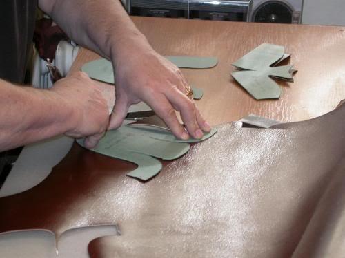 Clickern i arbete i Vass workshop, som ligger i anslutning till Vass gamla butik i Budapest. Bild: http://bbs.wenxuecity.com