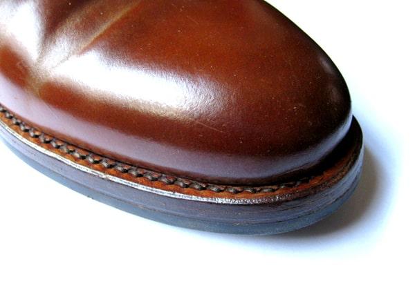 Det är väldigt svårt att se skillnad utifrån på en blake/rapid-sydd sko som denna ovan och en randsydd sko. Båda senaste bilderna: http://www.mydenimlife.com