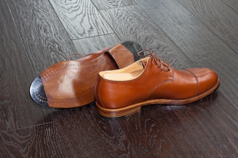 Vacker träpliggad sko där man ser raderna av träpligg under sulan. Bild: http://www.zimmermannkim.com