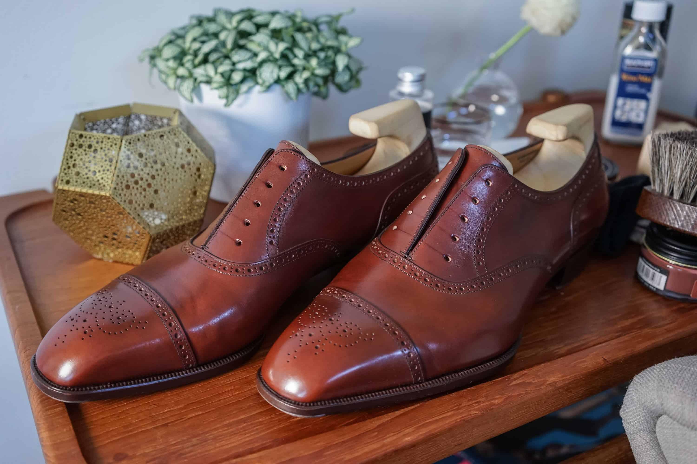 b68ce43148e Skorna har fått en viss glans, det åstadkommer krämen, men för ett riktigt  bra resultat behöver skorna också en omgång polish.