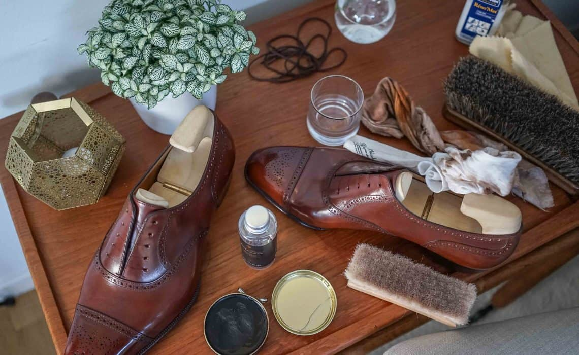 69095c94d28 En utförlig steg för steg-guide med massvis med information om hur och  varför du ska ta hand om dina fina skor ...