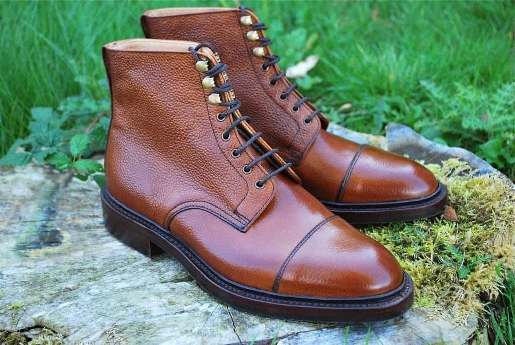Så kallade Jumper boots är oerhört populära, och det finns många modeller som liknar denna Cambridge från Alfred Sargents Exlusive linje. Crockett & Jones Coniston så klart, Carminas jumper boot hos Skoaktiebolaget, Barker Lambourne med flera. Sargents alternativ är med Dainite-sula, och ger mycket känga för pengarna, priset är på cirka 3400 SEK. Finns bland annat hos A Fine Pair of Shoes.