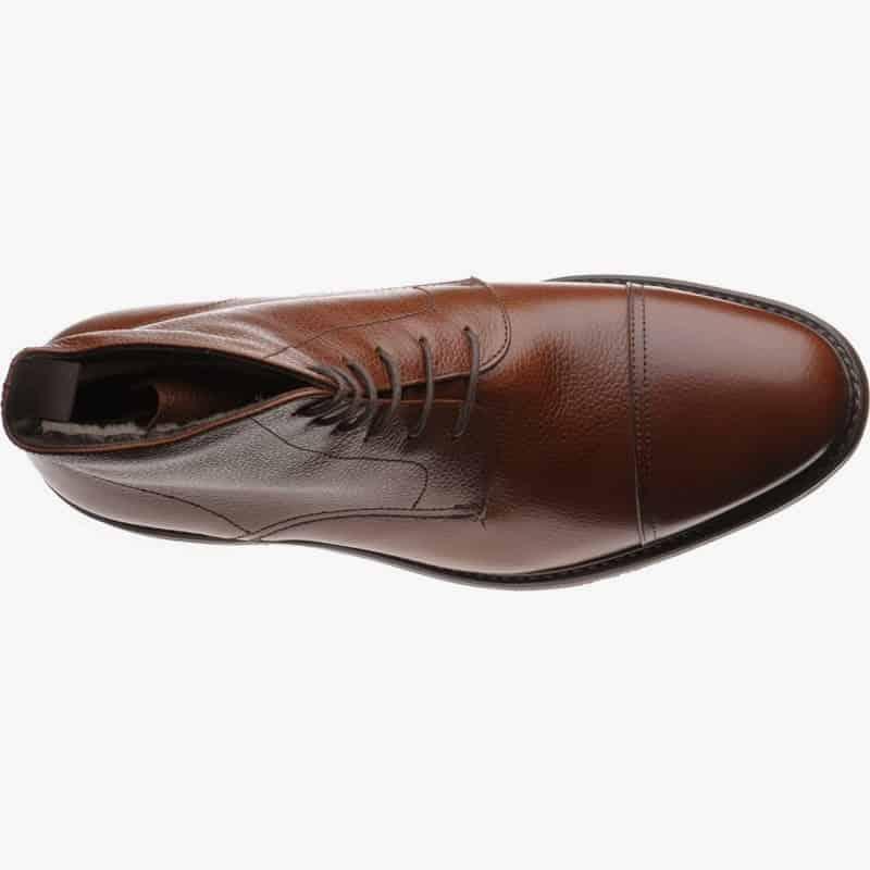 En annan jumper boot, men med fårullsfoder för de riktigt kalla dagarna när man ska vistas längre utomhus, från Herring Shoes. Modellen heter Tregony, har Dainite-sula och kostar ungefär 2000 kronor hos Herring.