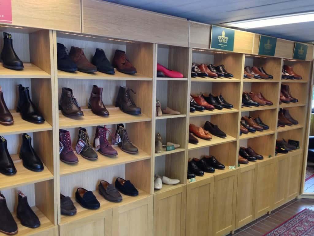Butiksdel i en av alla de skomakerier som också säljer skor i Sverige.