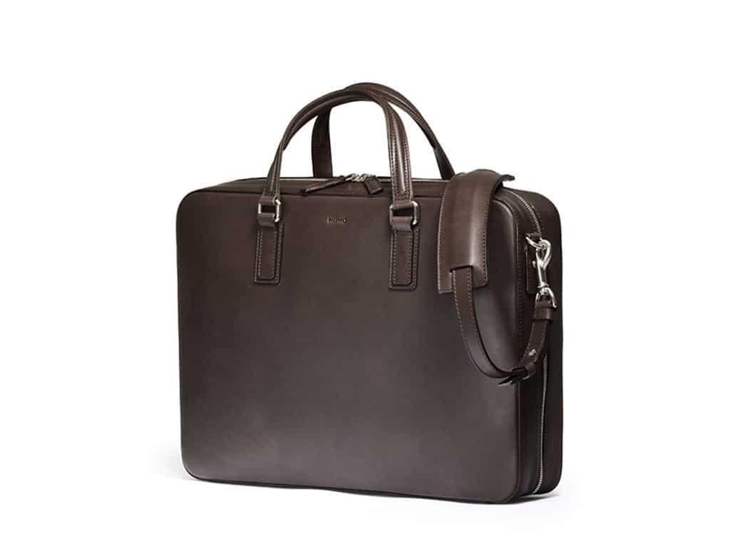Mörkbrun, clean portfölj i koläder. Bilder: Mismo
