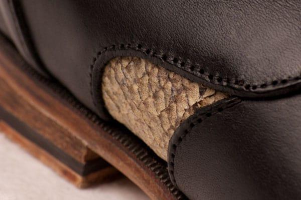 Det är första gången jag ser skor med laxskinn, och det har onekligen karaktär.