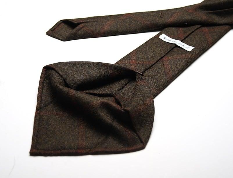6-fold-konstruktionen som Saman Amel använder ger slipsar som är helt symmetriska, till skillnad från en 7-fold slips. Bilder: Saman Amel