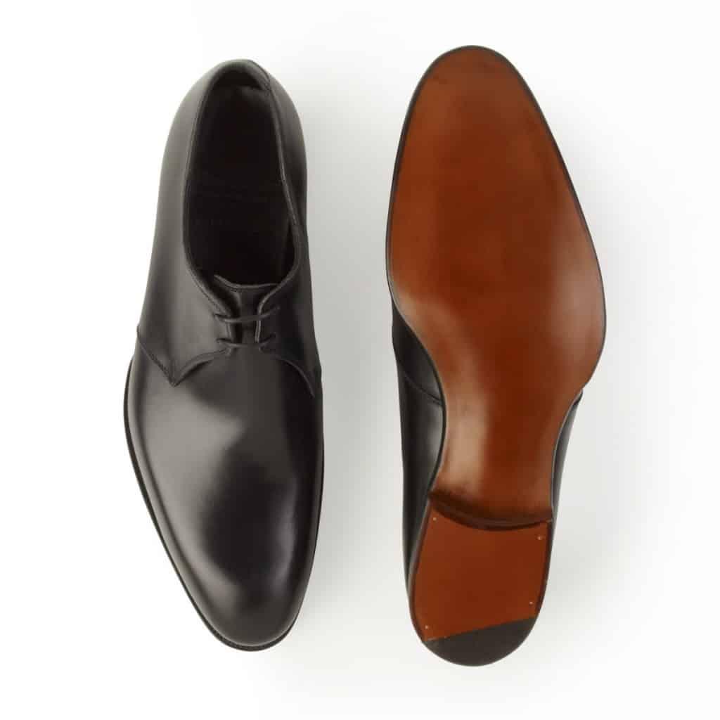 Alfred Sargents 109-läst är tydligt asymmetrisk, där tåspetsen ligger långt inåt i förhållande till övriga skon.