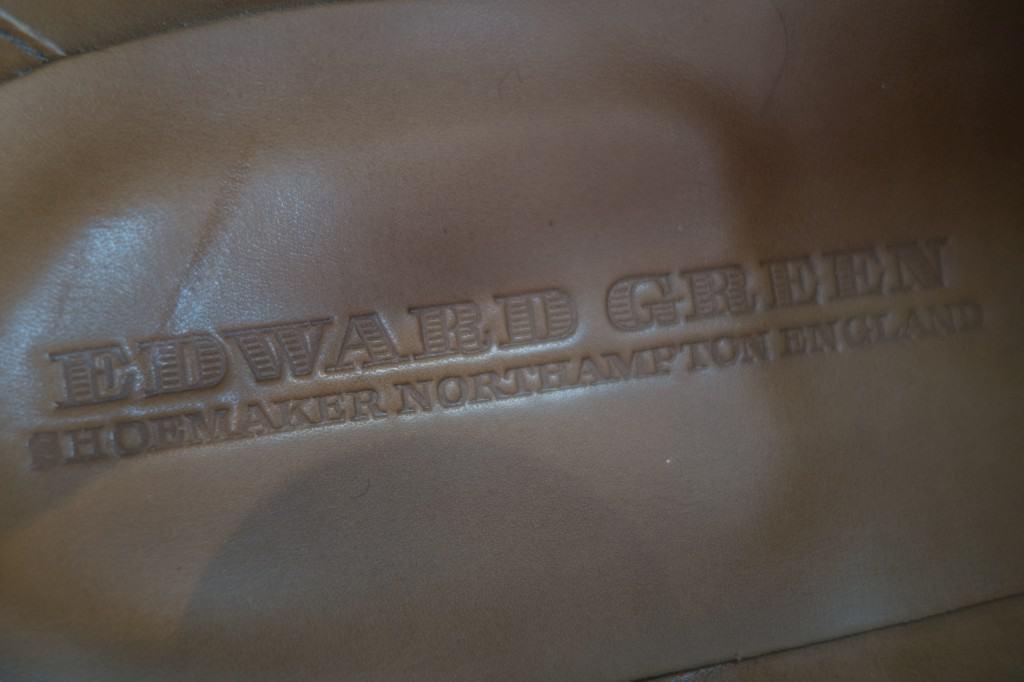 Lädersockan i skon i passande grön nyans.