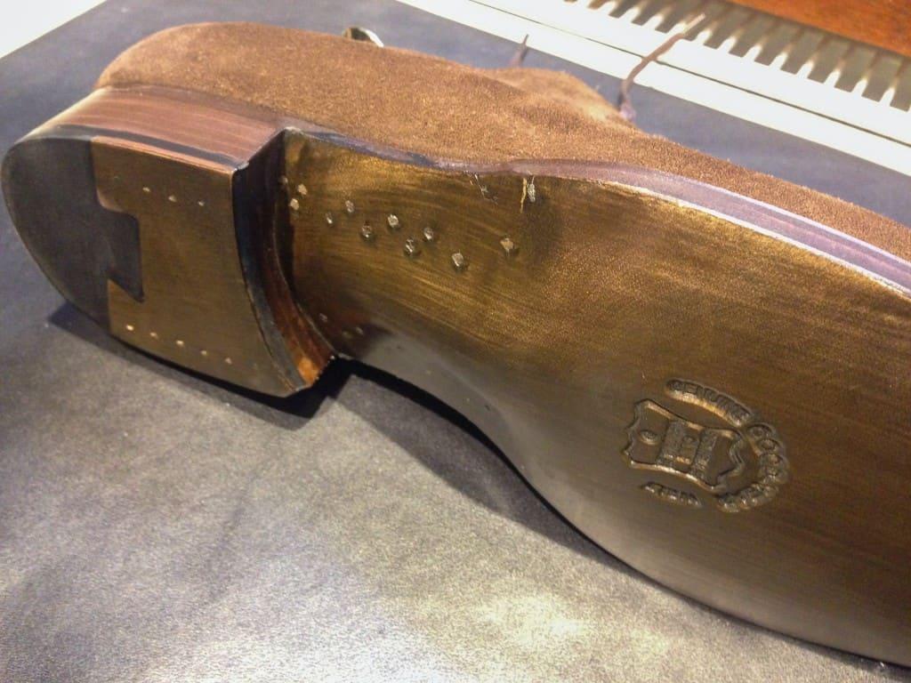 Träpliggad midja, fiddle waist och ritsnedlagd sula, på en sko för under 3000 kronor.