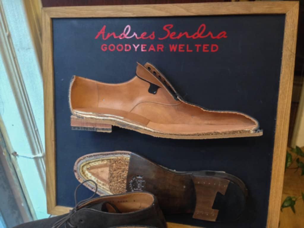 Klassiska varianten med ett par skor i genomskärning.