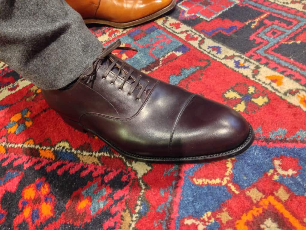 Till sist en bild på den sko från Mano som jag kommer recensera här på bloggen senare. En plain cap toe oxford i riktigt mörk burgundy, nästintill oxblodsfärgad, på en läst med klassiskt rund tå.