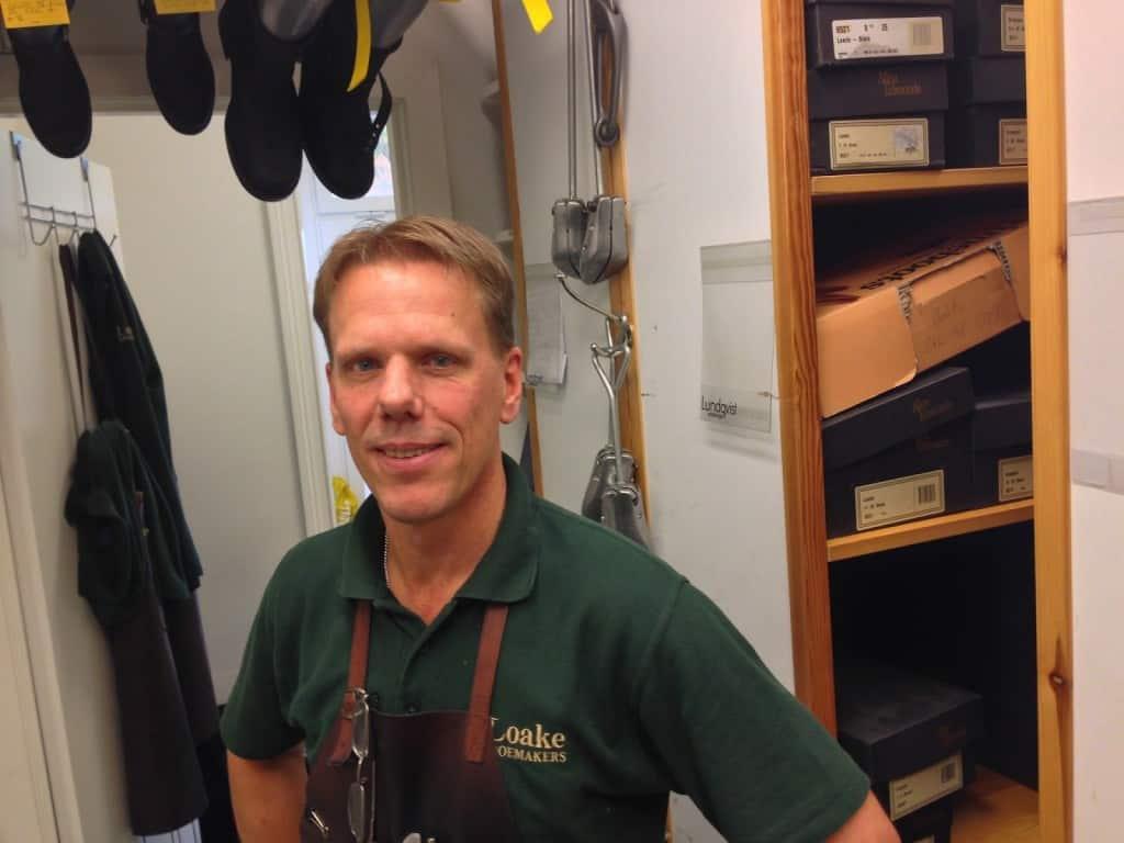 Peter Holmér i den inre delen av Bäckmans Skoservice nya lokaler. Han kommer nu att dela med sig av sin kunskap till Shoegazings läsare.
