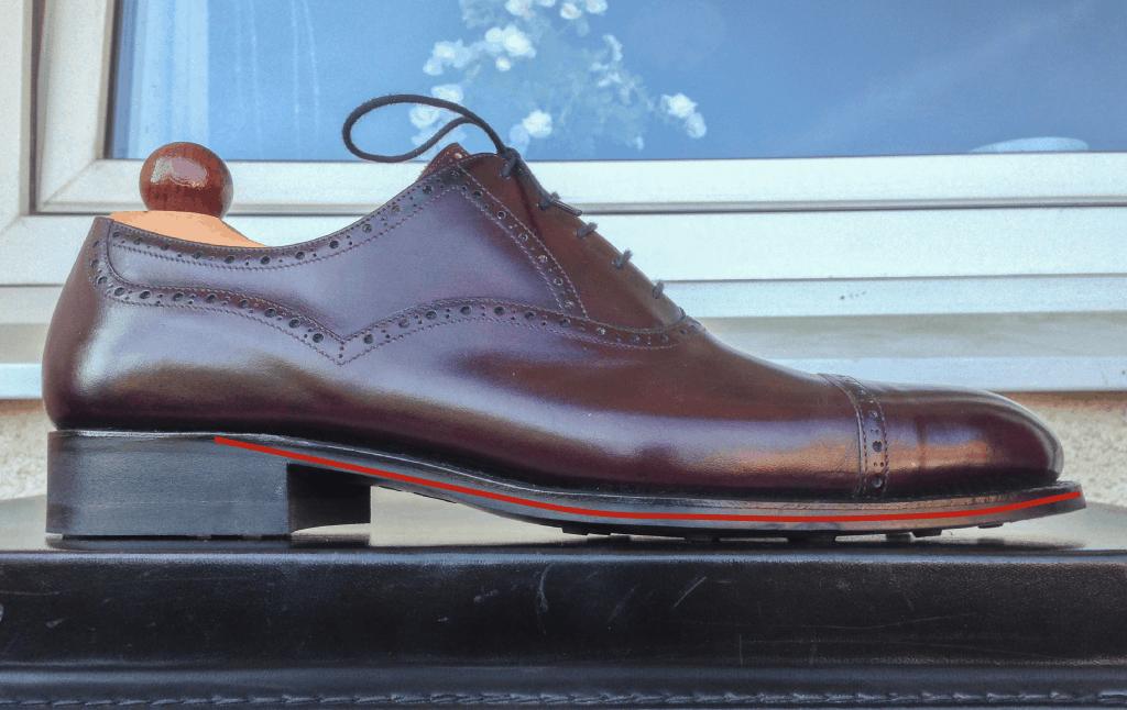 Till sist en annan Vass-sko, denna gång på F-lästen. Här är klacken hög och toe springen hög, vilket gör att vinkeln som skon ska vikas ihop i varje steg blir lägre än på samtliga skor ovan.