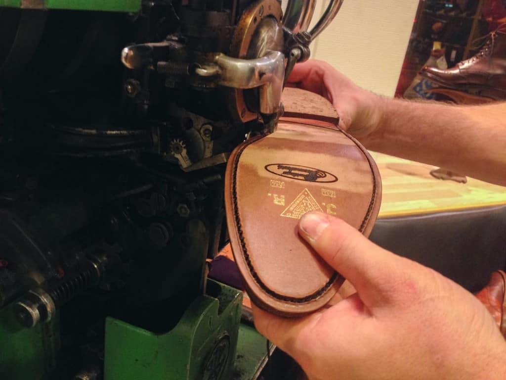 Avlappssömmen sys dit på en sko som fått en halvsulning gjord på Davidsons Skomakeri i Uppsala.