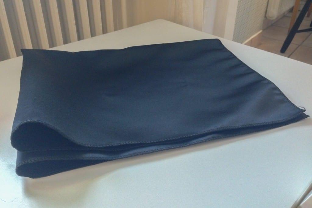 Putsduken är i stort format, i två lager av satintyget.