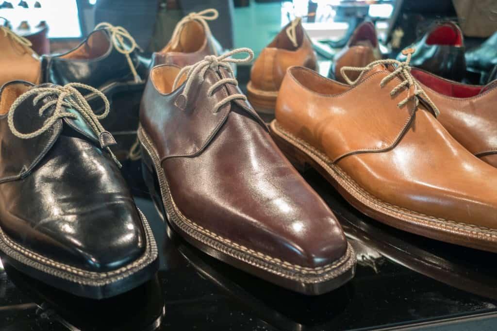 Läckerheter från Enzo Bonafe. I dagsläget har de bara norvegese- eller durksydda skor från Bonafe, men får snart in en laddning handrandsydda också.