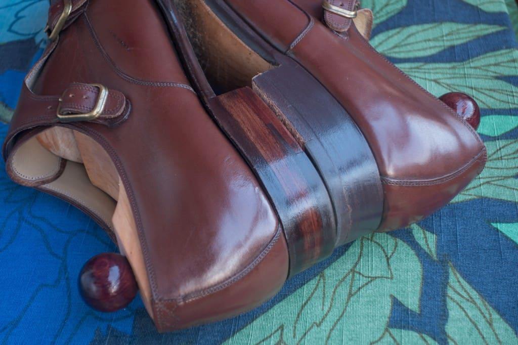 Några jämförelsebilder där ena skon (höger i bild i detta fall)  är fixad, andra original.