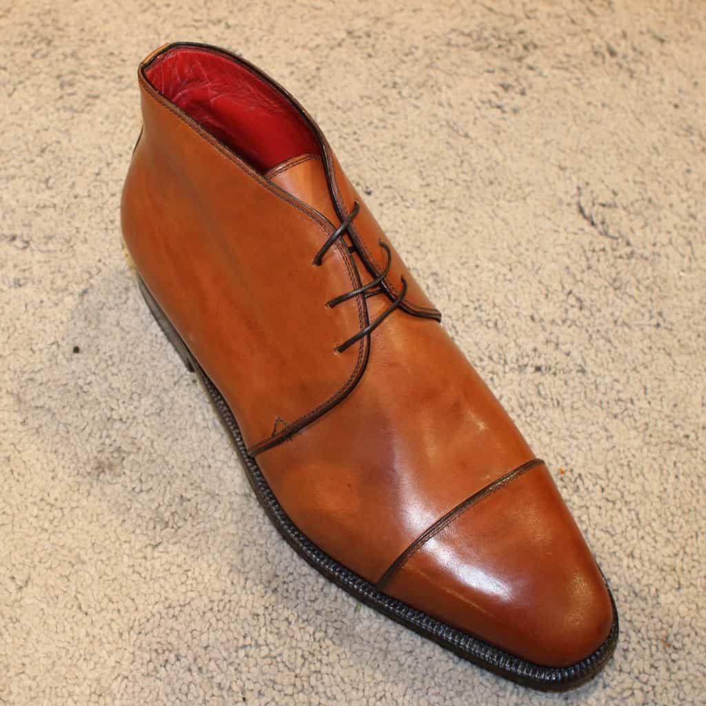 En lite annorlunda chukka med cap toe från italienska Enzo Bonafé, en modell som säljs för 5500 SEK (5000 NOK) hos Skomaker Dagestad i Oslo (kan även mailbeställa skor från dem).