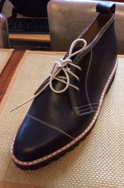 Två herr- och dammodeller är först med att lanseras. Den här chukkaliknande modellen med cap toe är den ena.
