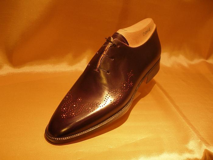 Samma modell som ovan, men på annan läst och i mörkbrunt. Blir en helt annan sko. Bilder: David Balazic