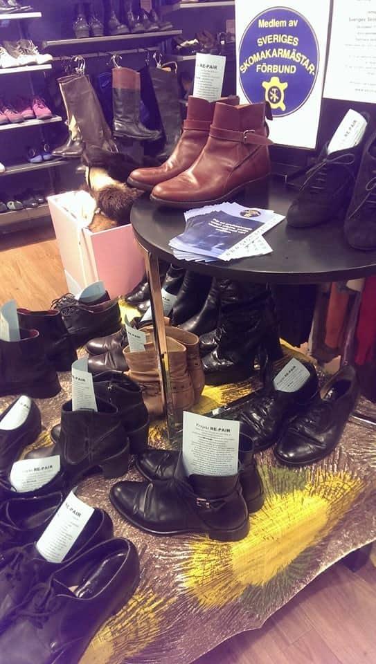 Skor som har lagats och nu kan säljas istället för att ha hamnat i soporna. Bild: Skomakeri Framåt