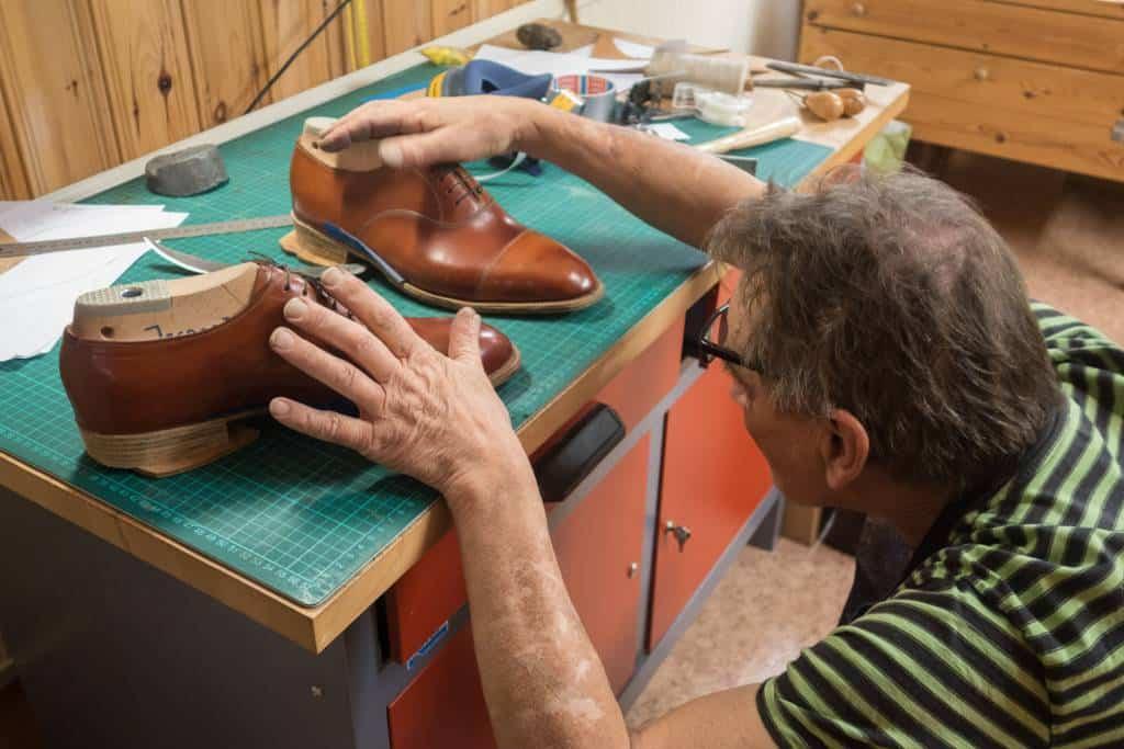 Som sagt viktigt att hela tiden jämföra skorna och kontrollera balansen på dem.