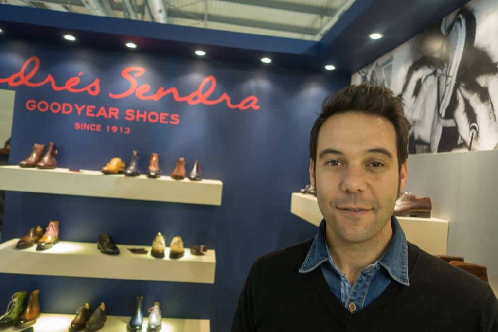 ... som är ... hos Andrés Sendra.