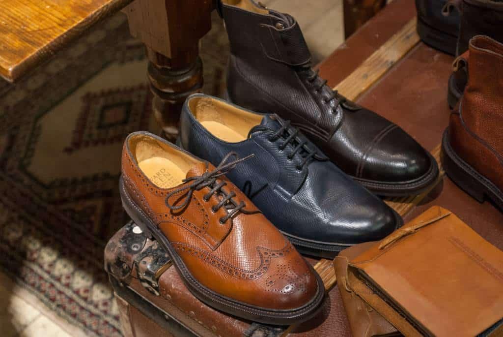 Tre modeller på nya lästen 72, som är en rund sak för grövre skor.