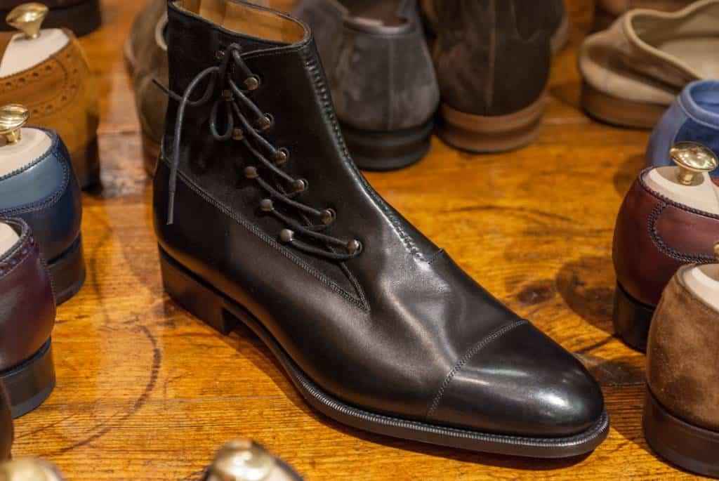 Kängan 2480. Man ser att mönstret har vissa problem vid vampdelen på skon, där det blir en liten vridning. Möjligt att det är anledningen till att skon inte gjorts förrän nu.