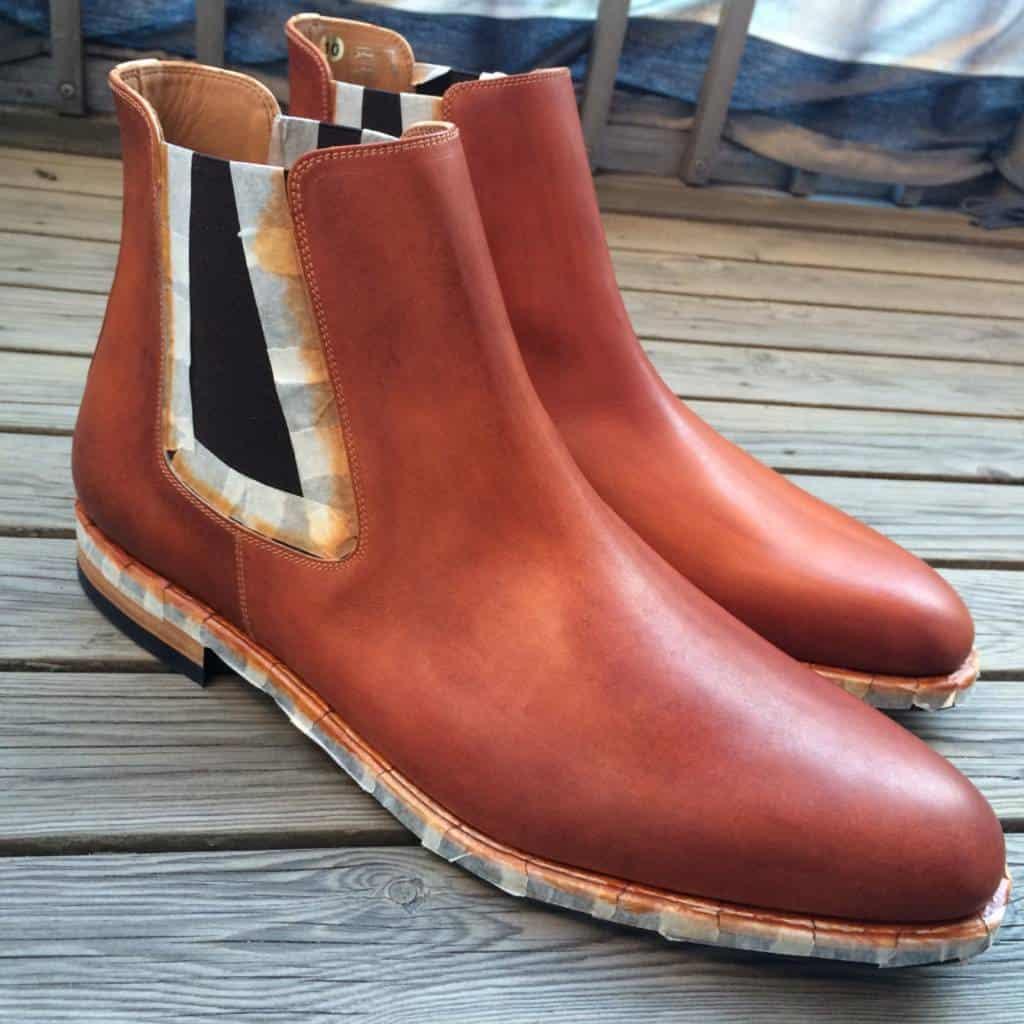 Båda skorna har fått lager två på sig.