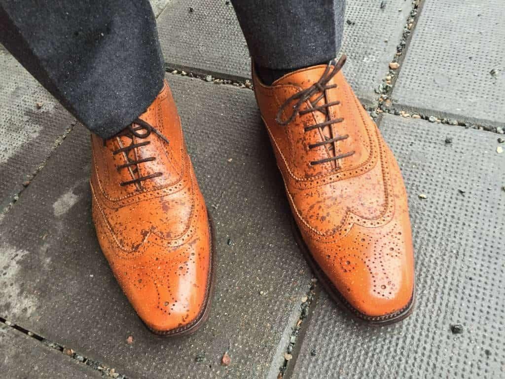 Här med GlenKaren-krämen på skorna. Inte så att de är helt vattentäta som synes, men en klar skillnad mot innan utan tvekan.