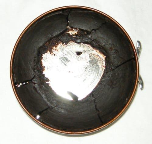 En burk väl använd burk polish, som är perfekt för att låta torka till hårda bitar för att användas till sul- och klackkanterna. Oftast kan det vara ännu mindre och smuligare bitar än så här mot slutet. Bild: Ol Leather Shoe