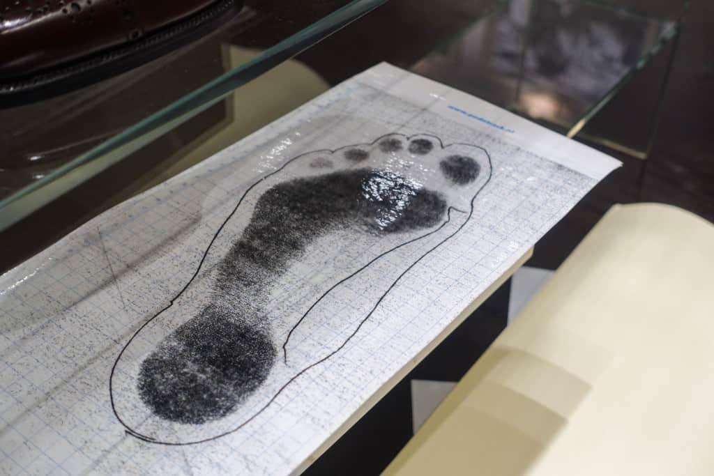 Här är bläckpappret som gör avtrycket borttaget och avtrycket syns tydligare.