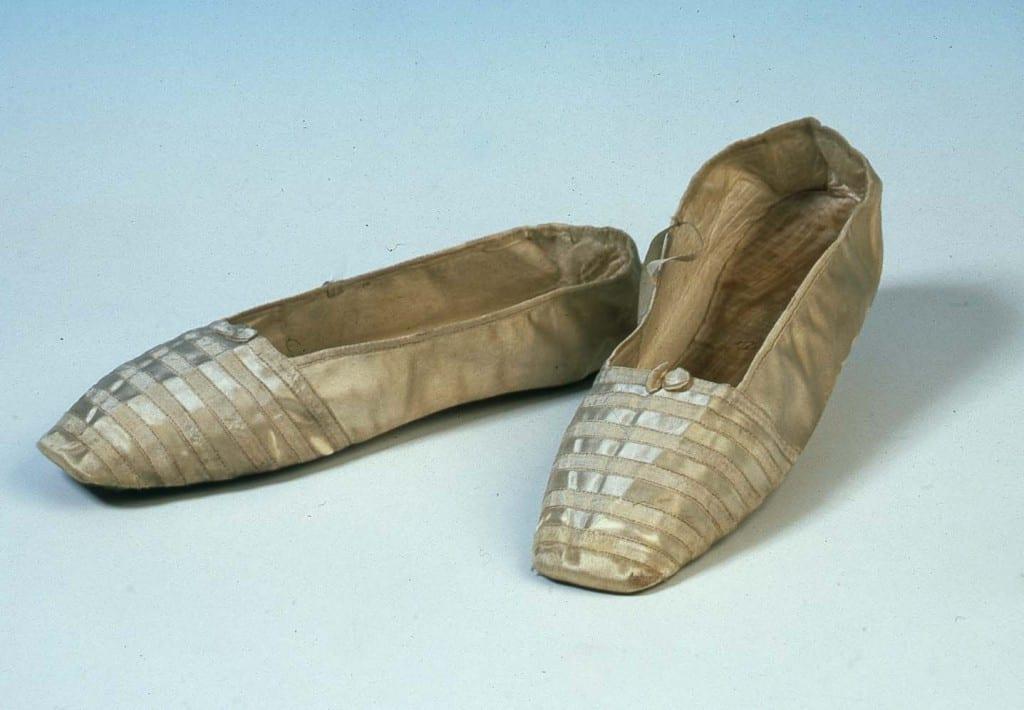 Skorna som Drottning Victoria gifte sig i 1840, med gemålen Prins Albert.