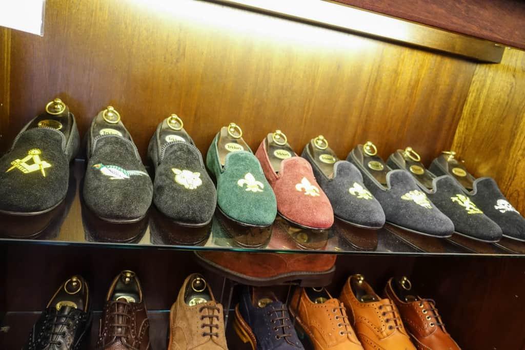 Tricker's har också ett hyfsat utbud av så kallade Albert slippers.