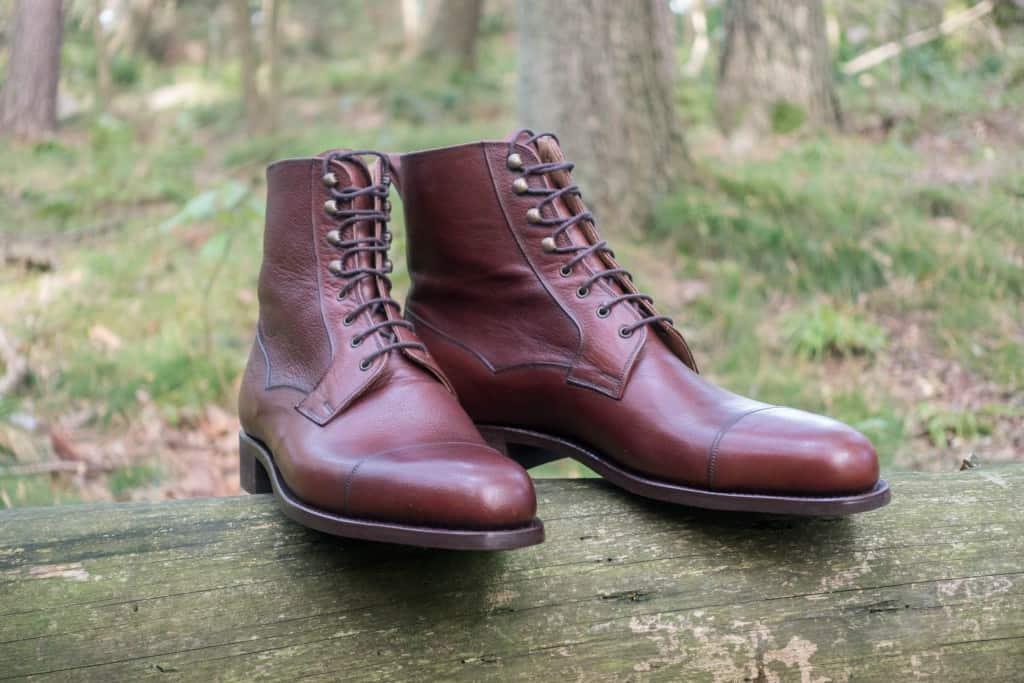 Tärnsjös upholstery-läder i chestnut har en mellanbrun som med lite rött i sig.
