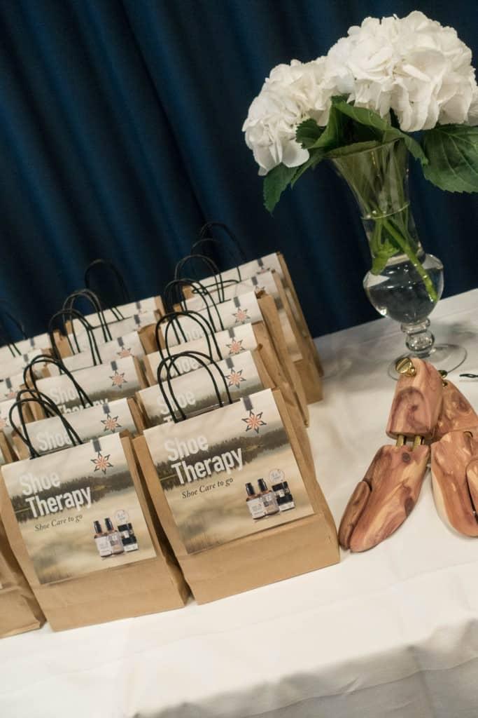 Påsar med Shoe Therapy-produkter från Brunngård.
