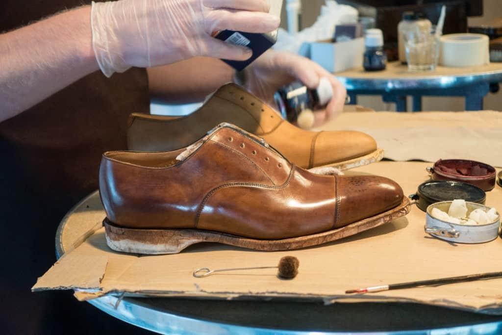 En sko Pelle målat.