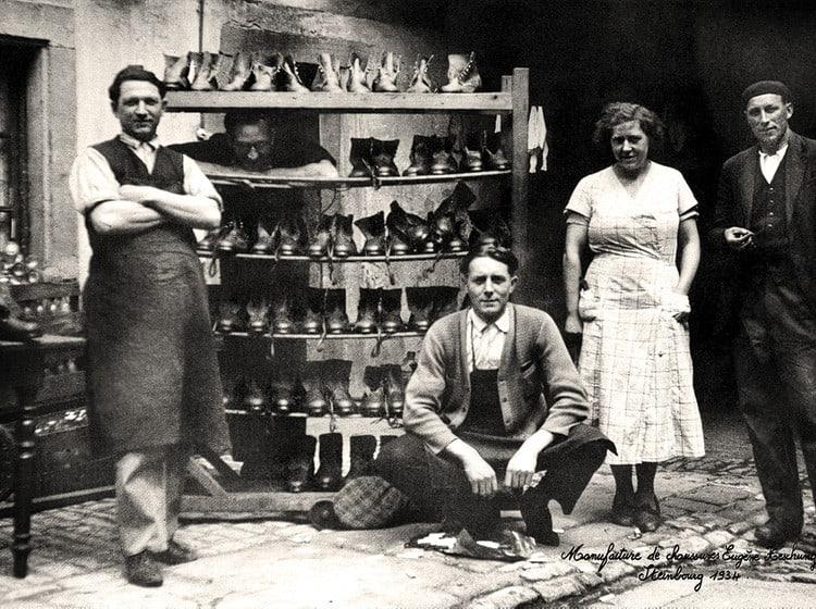 En bild från den ursprungliga fabriken 1934, med Eugene och hans fru Madeleine Heschung i mitten. Bild: Heschung