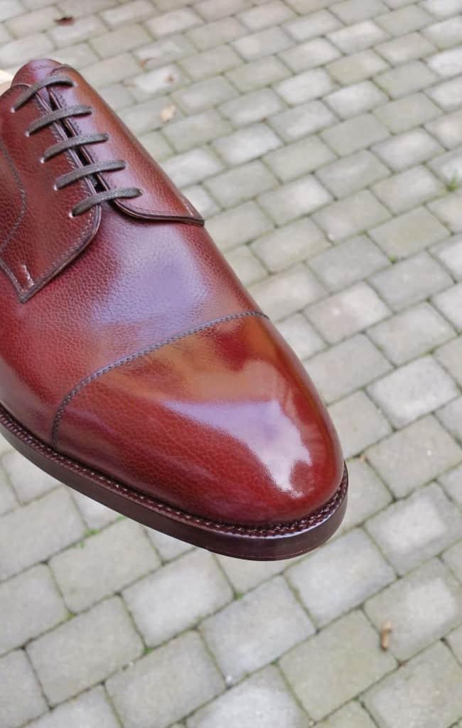En sko från Saint Crispin's, där det alltså är ovansidan av randen som ska granskas här.