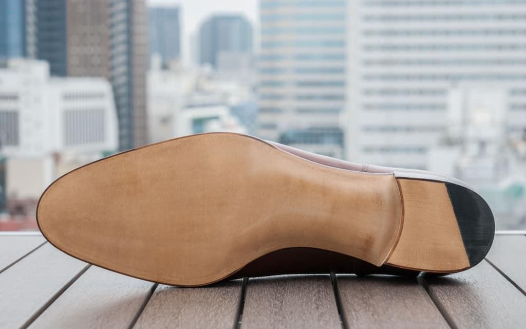 Sulan på färdiga Hiro Yanagimachi-skon. Båda dessa är mycket fina, och det går inte att se utifrån den ändå relativt stora skillnad som råder i innanmätet.