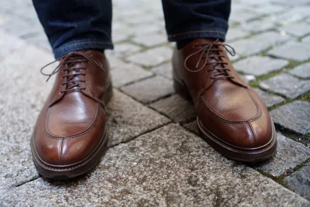 Att skor som en gång suttit bra inte längre gör det på grund av att fötterna förändrats är väldigt vanligt. Översta bilden: