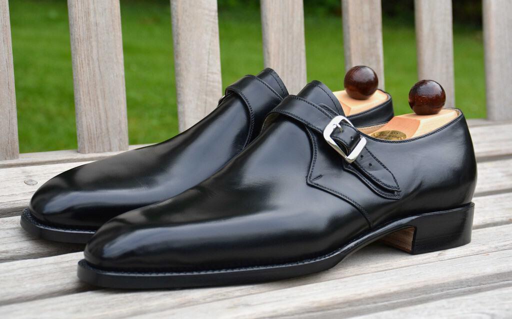 En sådan här ren, svart enkel munksko anses relativt formell i exempelvis England. Denna från ungerska Vass på deras U-läst. Bild: StyleForum