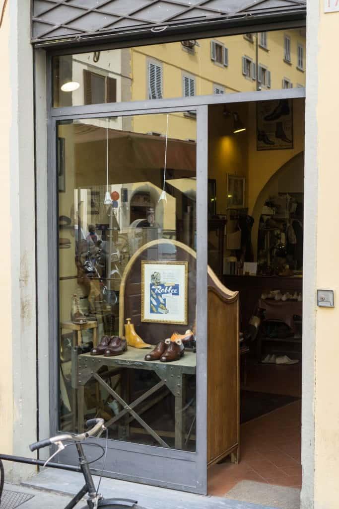 Ingången till Roberto Ugolinis tillhåll.