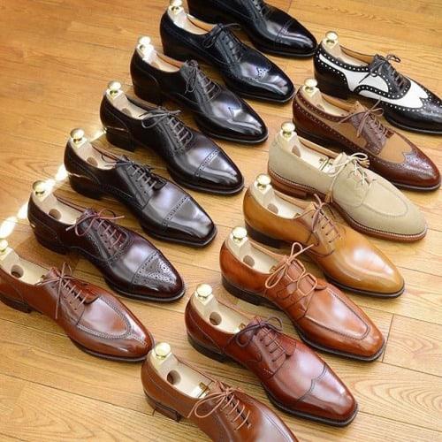 Uppställning med skor från Hiro Yanagimachi.