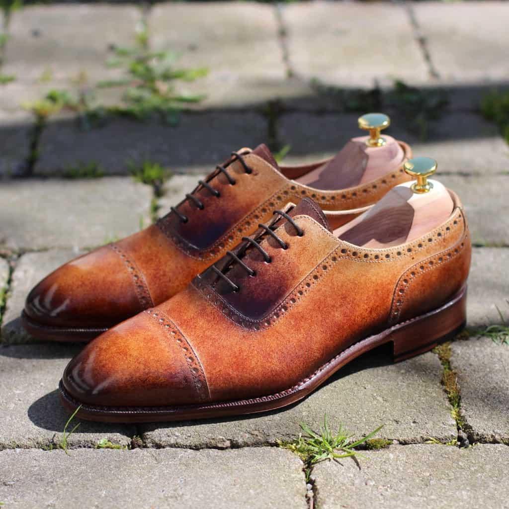 Sko målad av Michael Håkansson, som kommer sitta och måla skor live under dagen.