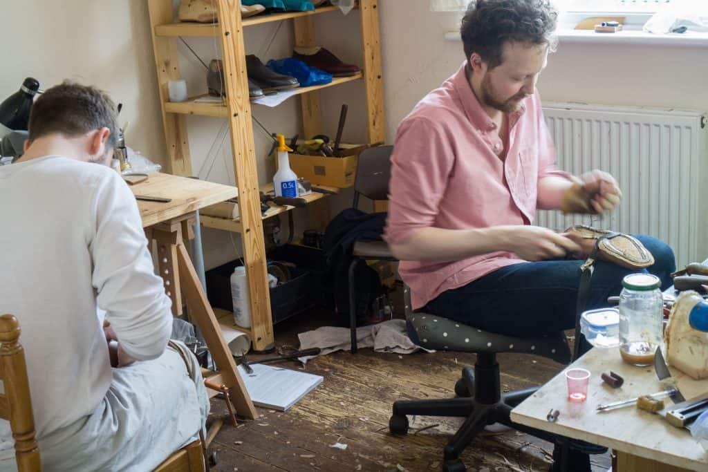 Och så making-rummet, där Andreas Reijers och Daniel Wegan båda håller på och arbetar.