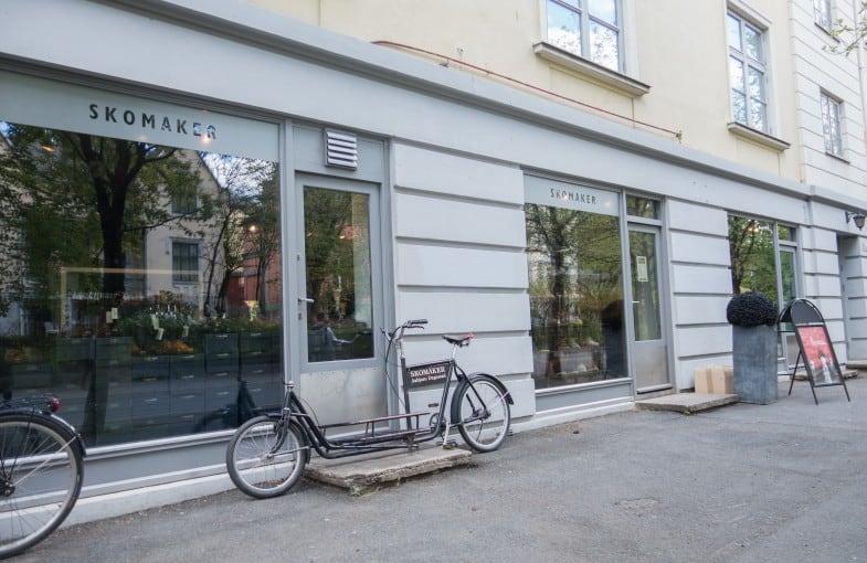 Utanför Dagestads stora butik, där mängder av märken trängs på hyllorna.