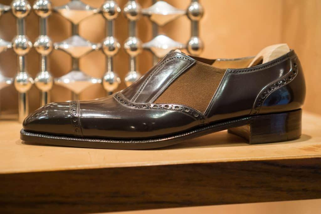 Lazyman, där man ser den låga profilen på hans skor.